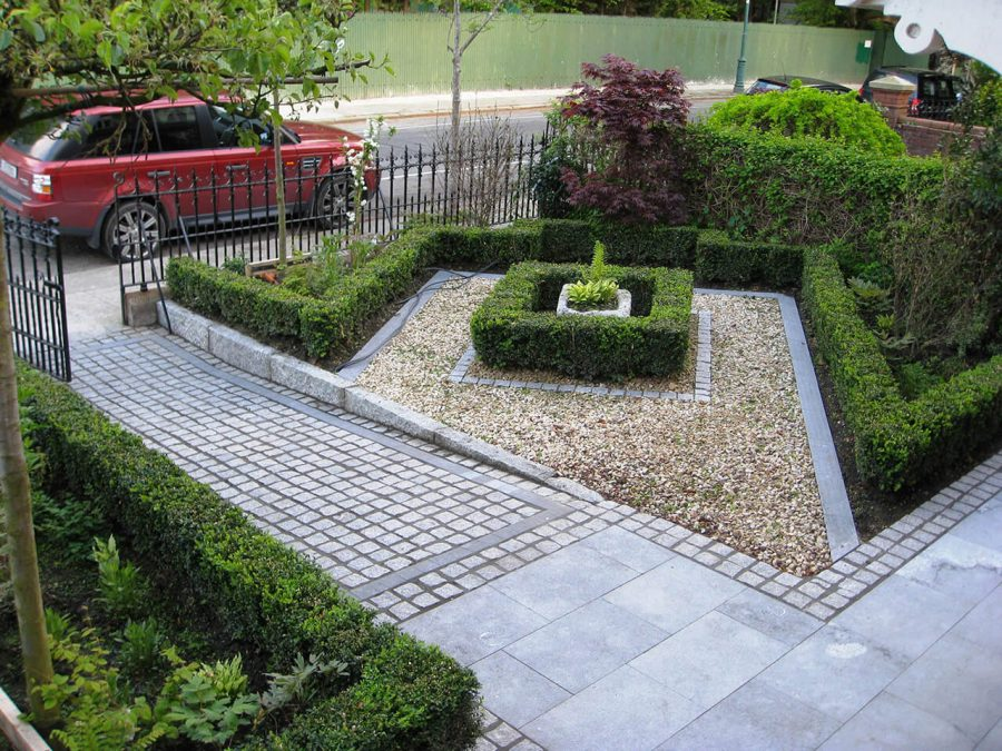 Hedge Maze Replica - Front Yard Landscaping Ideas
