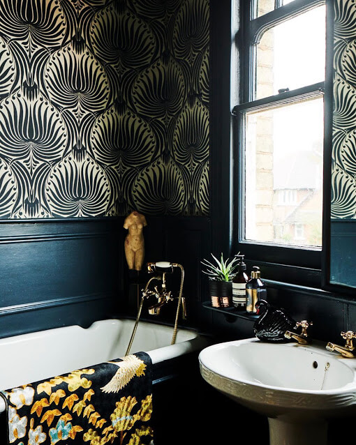 Black-Gold Patterned Wallpaper