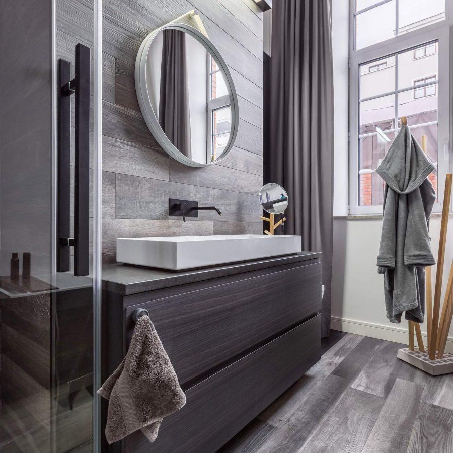 Rich Wood - Industrial Style Bathroom