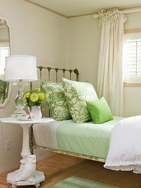 ubtle-Flowers-Green and White Bedroom
