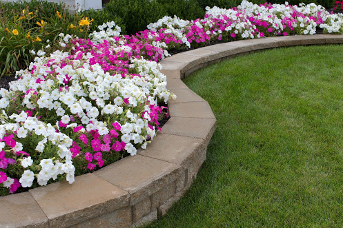 Sidewalk Flower Bed Ideas