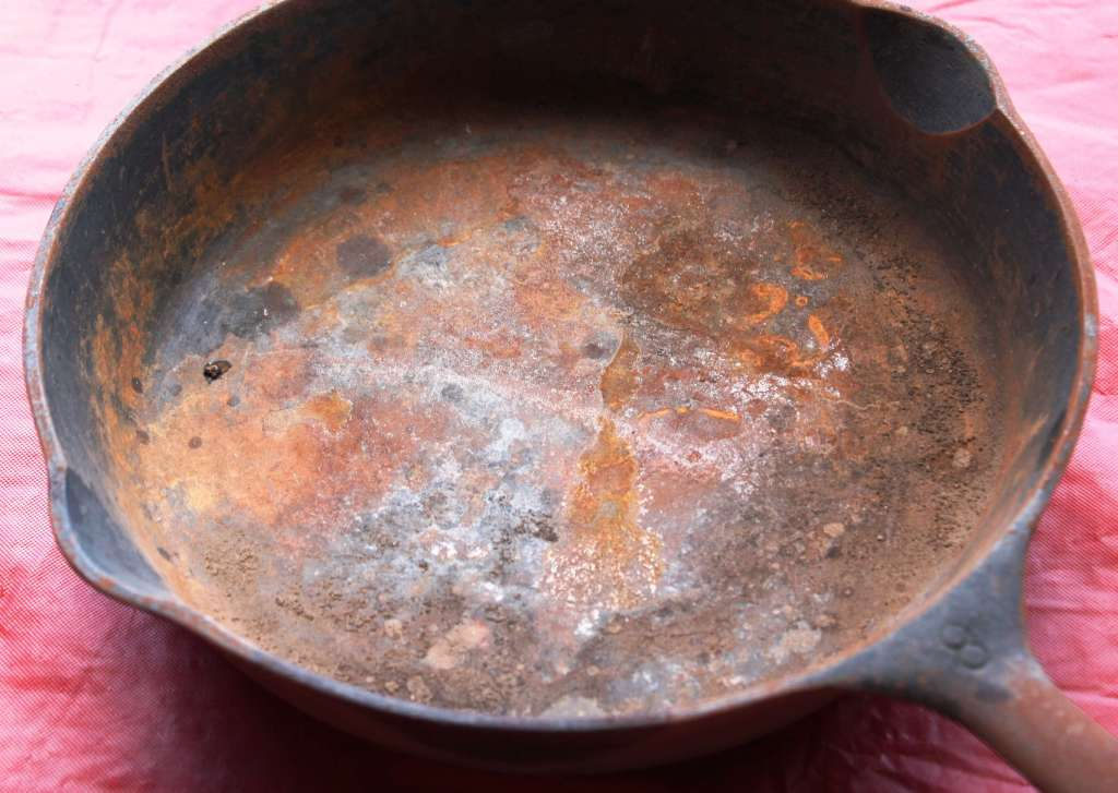 How to Clean Rusty Cast Iron Skillet