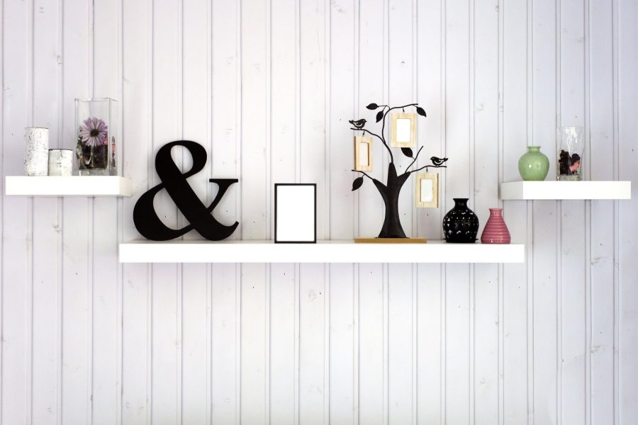 how to decorate shelves in living room