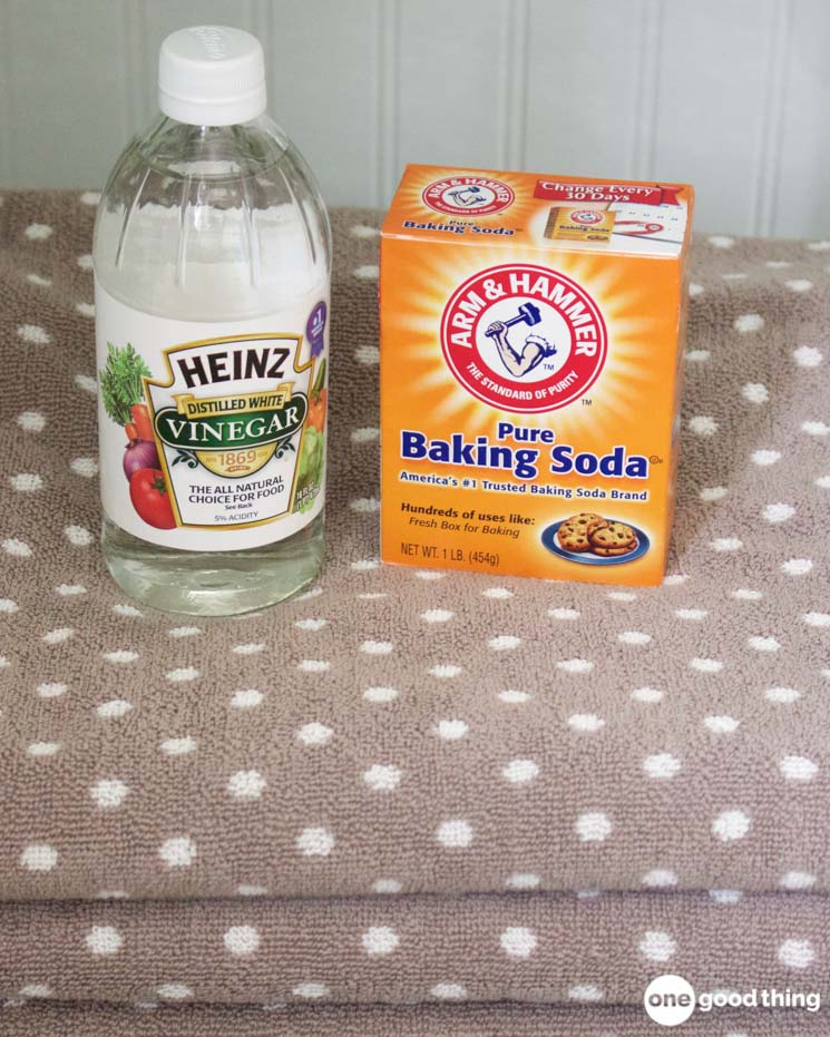 how to unclog a bathroom sink with baking soda and vinegar