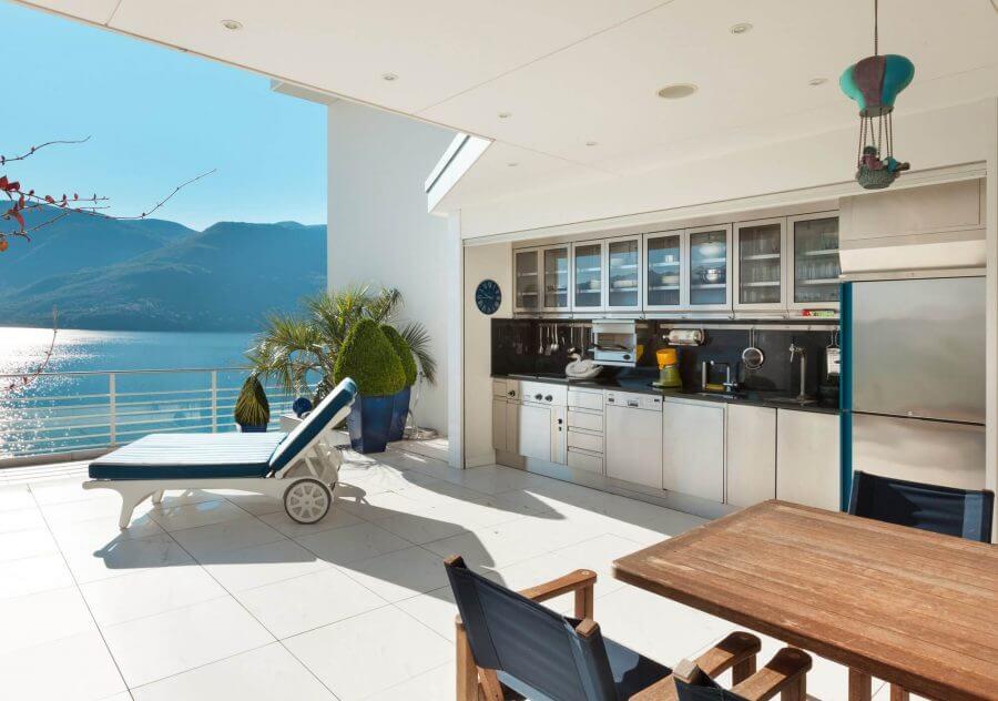 Sea Sight Kitchen Idea