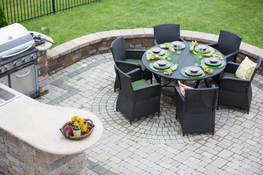 Brick Theme Outdoor Kitchen Idea