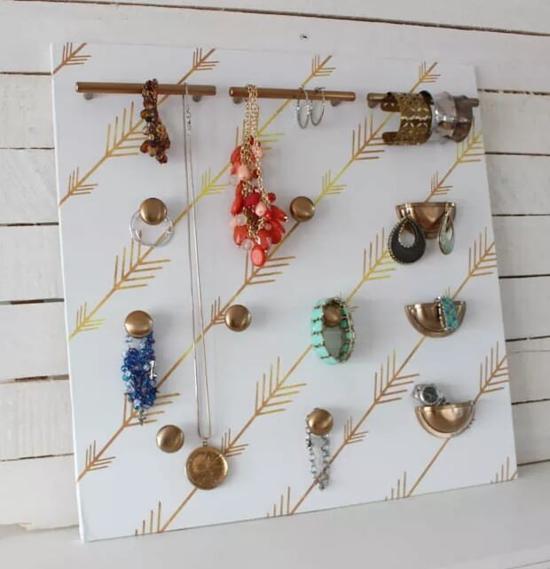 DIY Cabinet Hardware Jewelry Organizer at thehappyhousie.com