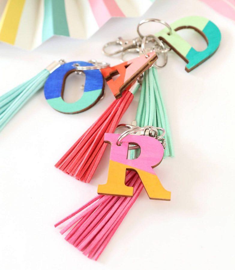 wood monogram keychains - DIY Keychain ideas