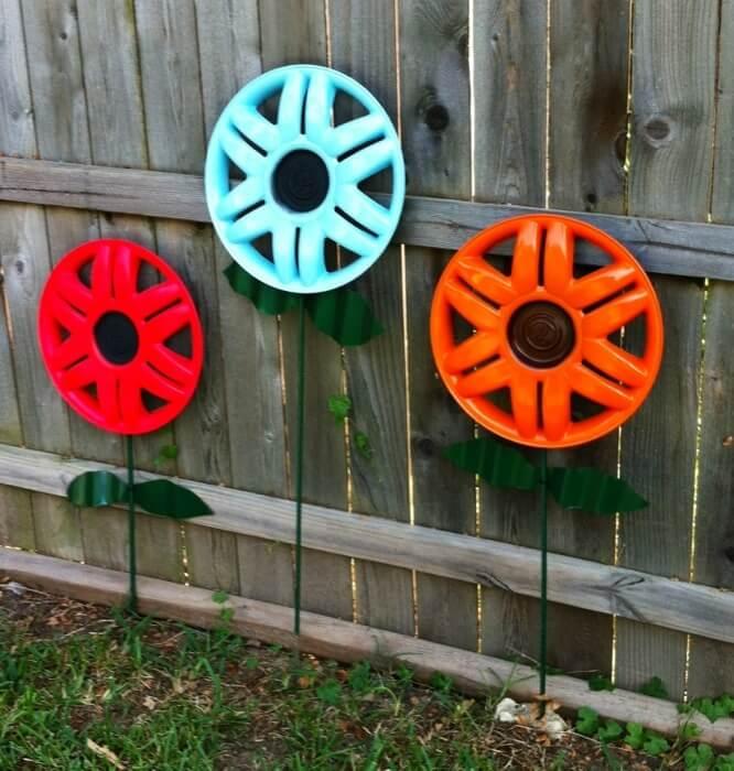 Hubcap Flowers - Garden Art Ideas