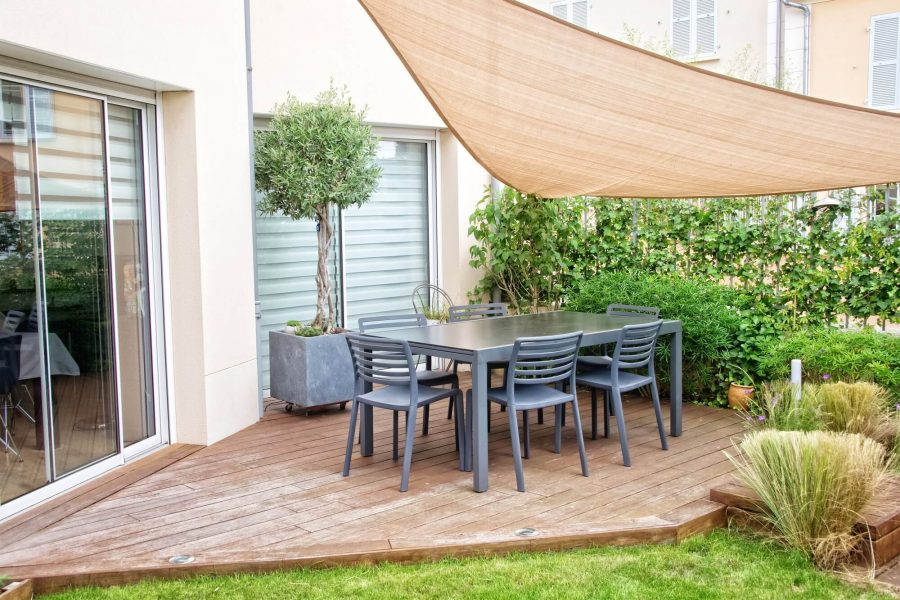 Decorate a Deck with Privacy - Deck Decorating Ideas