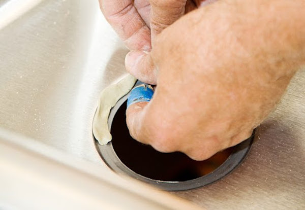 how long does plumbers putty take to dry?