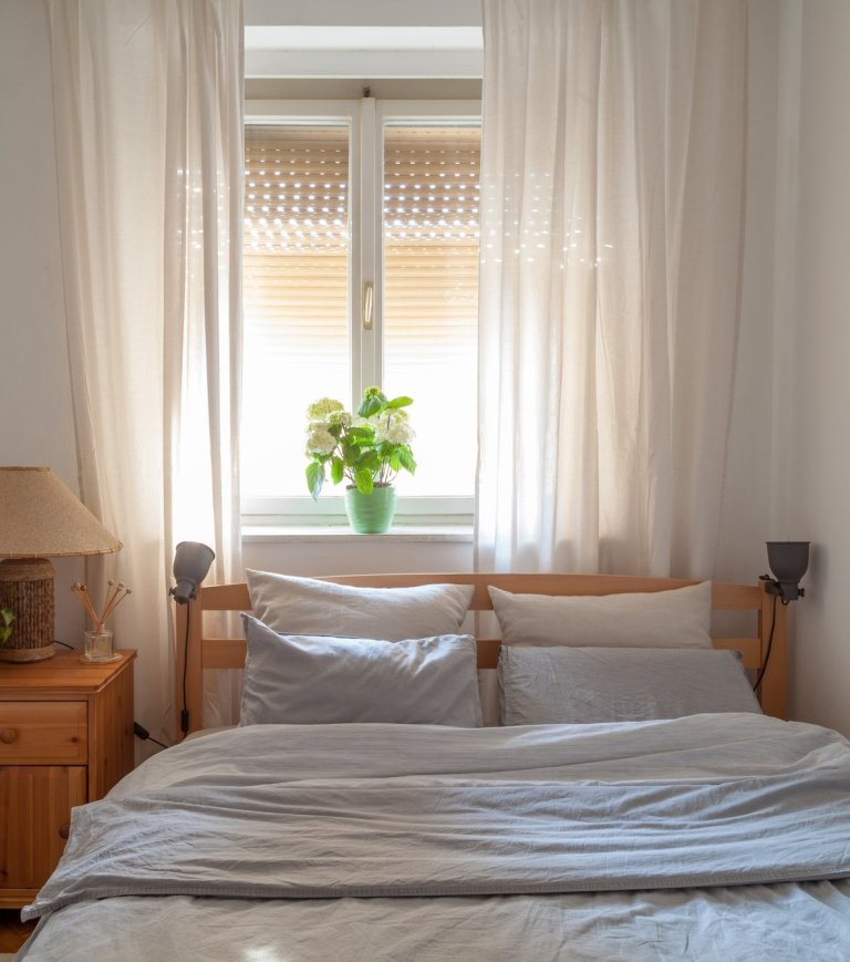 how to choose curtains for your bedroom