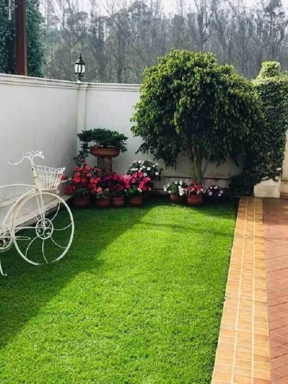 Clean backyard with Garden Corner -Backyard lanscaping ideas on a budget