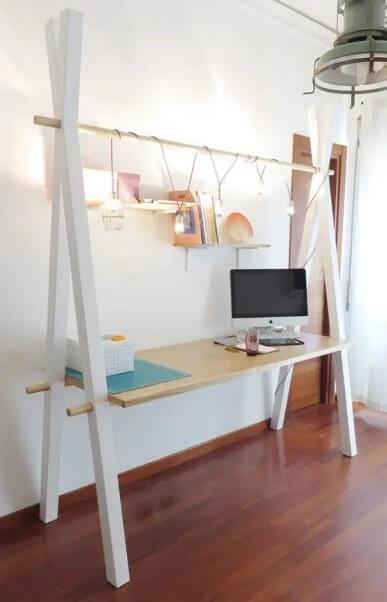 Swinging Working Station