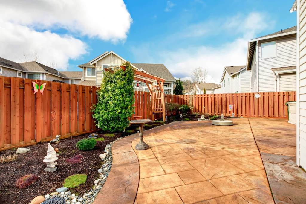 backyard lanscaping ideas on a budget