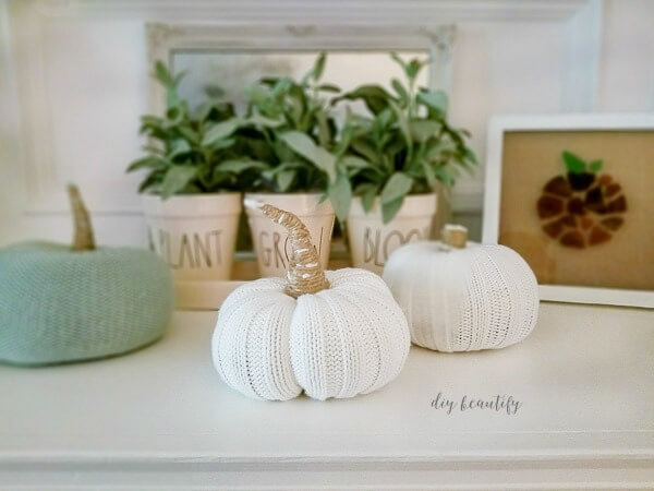 DIY plush pumpkins - sweater pumpkins